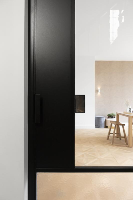 Zwart frame glazen deur