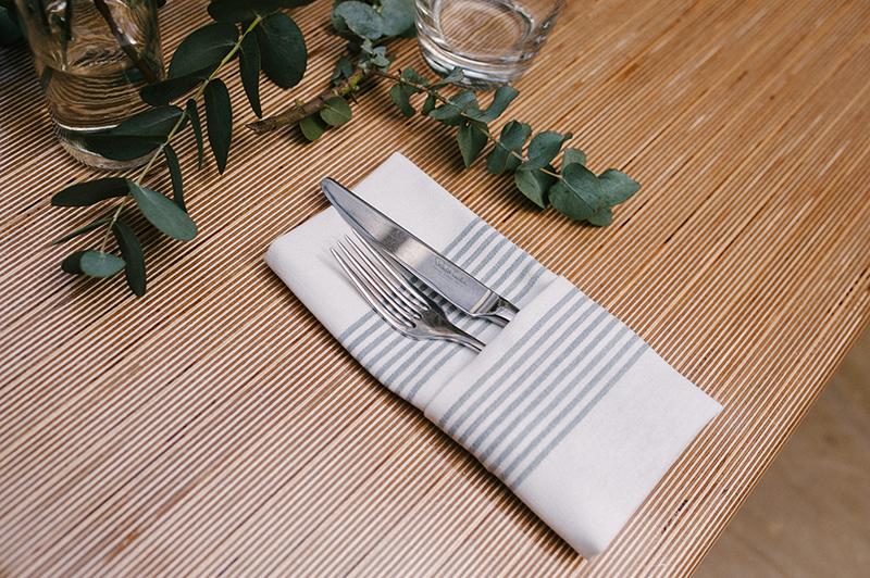 Aankleding tafel bestek plant