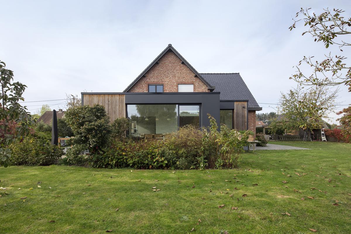 Aanbouw woning zorgt voor open en lichte benedenverdieping 1